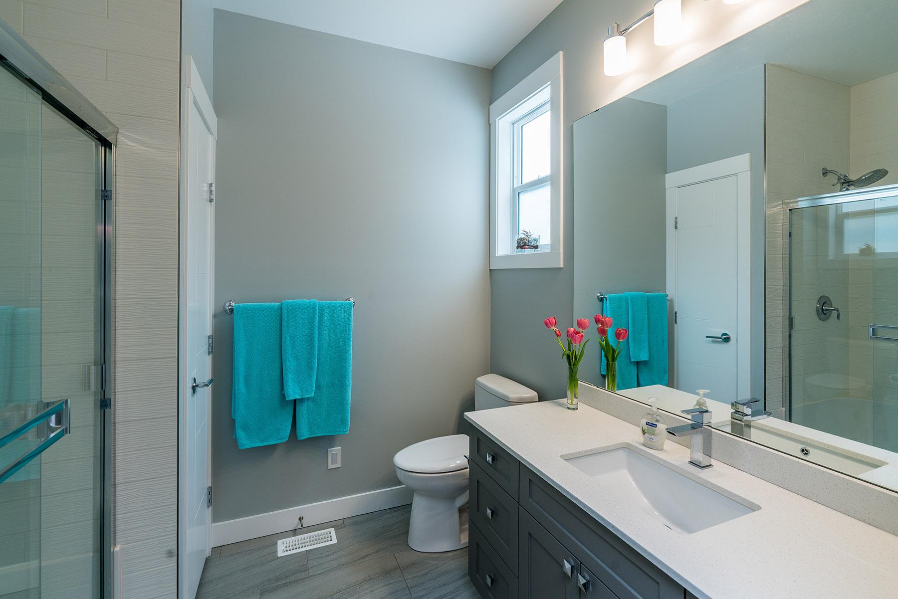 Bathroom - Vista2818 005